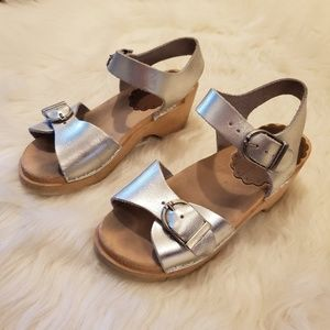 Hanna Andersson Silver Wooden Strappy Clog Sandals